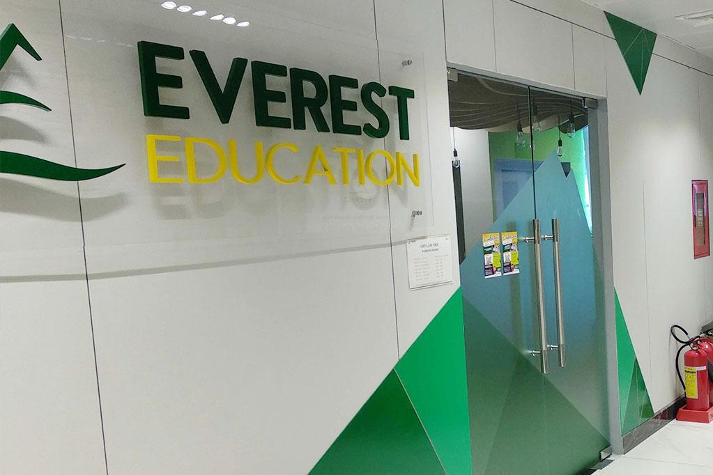 Everest Education D10 - front